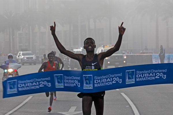 Lelisa Desisa wins Dubai 2013