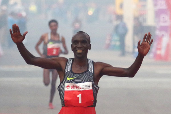 Eliud Kipchoge wins Delhi Half Marathon