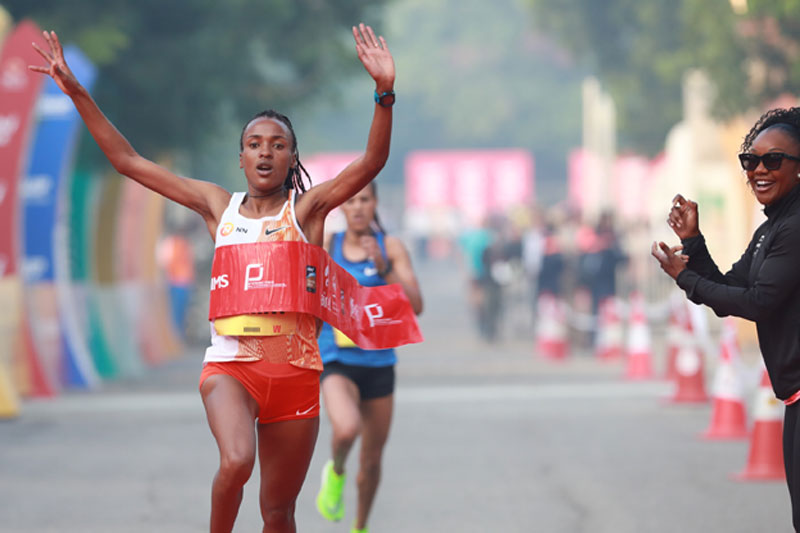Tsehay Gemechu sets ADHM course record