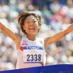 Naoko Takahashi donates bib