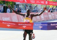 Kimetto cracks course record