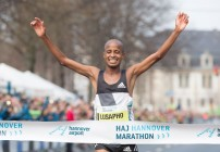 Lusapho April wins third Hannover title