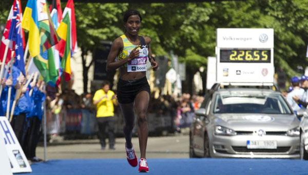 Caroline Rotich - Prague Marathon 2013