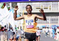Tamirat Tola wins Dubai Marathon, Bekele falls