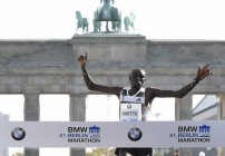 Dennis Kimetto Smashes Record in Berlin