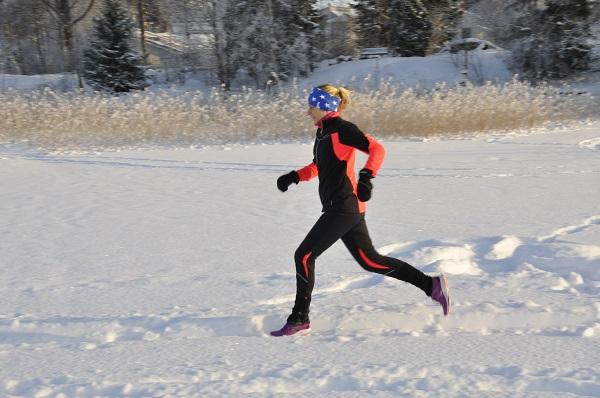 Juoksija – lämmittele jalat hyvin kylmällä säällä